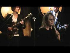 ▶ Duffy - Mercy (Live at Café de Paris, 2010) - YouTube