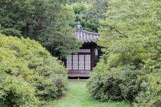 창덕궁 아름다운 비원과 창덕궁 Secret Garden and Changdeokgung Palace  비원과 창덕궁, 비원은 창덕궁안에 있는  정원으로 다른 어느 궁보다도 아름다운 곳이다. 보존을 위하여 일정인원만 예약에 의해서 관람을 할 수 있는 곳이다. 어렵게 예약을 하여 볼수 있었다.   비원과 창덕궁의 동영상사진  https://youtu.be/EDy741N3sSU  #창덕궁 과 #후원, #비원  #Secret_Garden and #Changdeokgung  #Palace https://en.wikipedia.org/wiki/Changdeokgung   #사상체질진단법 동영상 https://youtu.be/YEtaYUHSMvg  #체형교정건강법 동영상 https://youtu.be/ZJZ_y67GhrY  김수범박사의 #맛집 추천 http://www.iwooridul.com/sasang/recommendation-restaurants  김수범박사가 추천하는 #한국명소 의…