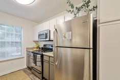Our newly-renovated kitchens feature gorgeous stainless steel appliances. #TheSocial1600 #MySocialSpace #Amenities #FL #StudentLiving #Apartments