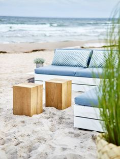 Blocc teak cube - Designer Outdoor side tables by solpuri ✓ Comprehensive product & design information ✓ Catalogs ➜ Get inspired now Outdoor Sofa, Outdoor Furniture, Outdoor Decor, Teak, Storage Ottoman Coffee Table, Glider And Ottoman, Outdoor Settings, Designer, Inspiration