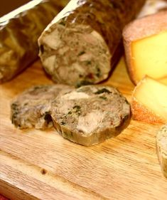 Tête de Cochon (French Canadian Head Cheese) Recipe - Recipezazz.com Cheese Recipes, Cooking Recipes, Head Cheese, Pork Hock, Canadian Thanksgiving, Farms Living, Paleo, Appetizers, Lunch
