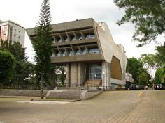 The Costa Rican Federation of Engineers and Architects resides in this wonderfully overengineered HQ:Hernán Jiménez Fonseca: Fonseca Colegio Federado de Ingenieros y Arquitectos (CFIA) San José Costa Rica 19761978http://ift.tt/29gmsib Photo: ArquiWHAT 2006 (public domain)