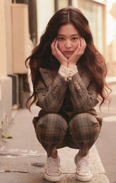 Perfect outfit idea to copy ♥ For more inspiration join our group Amazing Things ♥ You might also like these related products: - Blazers & Suit Jackets. Blackpink Jennie, Lisa Park, Black Pink Kpop, Blackpink Photos, Blackpink Fashion, Blackpink Jisoo, Melanie Martinez, Billie Eilish, Korean Girl Groups