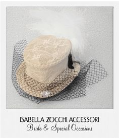 Cappellino avorio con piume e veletta burlesque mini hat