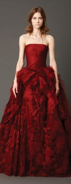 My favourite red wedding dress from the Vera Wang Spring 2013 Bridal Collection. Wonder if it would look as gorgeous in white. Halloween Wedding Dresses, Red Wedding Dresses, Wedding Gowns, Wedding Bride, Wedding Cake, Formal Dresses, Vera Wang Bridal, Vera Wang Wedding, Beautiful Gowns
