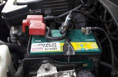 As car owners, surely we have experienced problems with cars. These problems are common especially the condition of old cars. Damaged Cars, Ignition System, New Engine, Car Ins, Old Cars, Peugeot, Conditioner