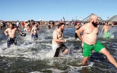 The crowd races into the ocean after the countdown. #polarbearplunge