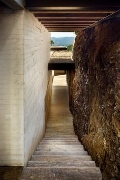 Concrete boxes are staggered across a steep site to take in views of Lake Avándaro.