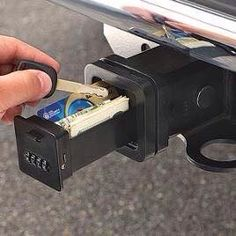 So need this whn I get my truck Secert Hitch Hiding Spot! So need this whn I get my truck Jeep Wrangler Accessories, Jeep Accessories, Toyota Tacoma Accessories, Jeep Jk, Toyota Hilux, Camping Car Van, Jeep Camping, Truck Accesories, T3 Camper