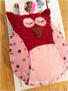 Twit Twoo Felt Owl Keyring  burgundy red by TwitTwooFeltsAndGift
