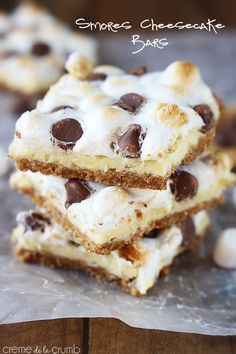An tasty graham cracker crust under a rich cheesecake layer, topped with toasted marshmallows and melty milk chocolate chips! Everything you love about s'mores and cheesecake without the fuss!