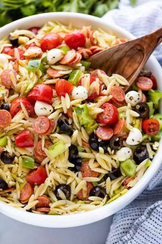 Classic Italian orzo pasta salad, complete with a homemade dressing and mini pepperonis. This traditional American pasta salad is great with an orzo pasta twist. The post Classic Italian orzo pasta salad, complete with a … appeared first on Woman Casual. Summer Pasta Recipes, Orzo Salad Recipes, Healthy Salad Recipes, Healthy Dishes, Italian Salad Recipes, Caprese Pasta Salad, Healthy Meals, Recipe For Orzo Pasta, Orzo Pasta Salads