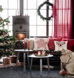 Un Noël en rouge et vert : Boules de Noël, tapis pour sapin, bougie parfumée, sac à cadeaux