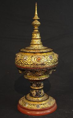 Antique Burmese offering vessel [Material: Wood] [45 cm high] [18 cm diameter] [19th century] [Mandalay style] [Goldplated] [Burmese name: Hsun Ok] [Originating from Burma] [Price: 275 euro]