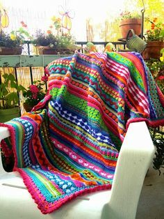 I LOVE blankets like this, with the different stitches and ever switching colors. I wish I had the patience for a blanket, this would be the style I would make it in for sure. - Once Upon A Pink Moon http://onceuponapinkmoon.blogspot.fr/