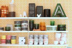 Keltainen Atomi-tapetti keittiössä   Yellow Atomi wallpaper in kitchen   Kitchen Wallpaper, Kitchen Shelves, Pattern Art, Floating Shelves, New Homes, Retro, Interiors, Image Title, Home Decor