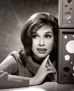 Mary Tyler Moore- so beautiful!