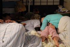 【公式】連続テレビ小説「なつぞら」さんはInstagramを利用しています:「坂場家の寝室でのオフショット。次の撮影のセッティング中に、なっちゃん、イッキュウさん、優ちゃんでわちゃわちゃしてました。 ⠀⠀ #朝ドラ #なつぞら #広瀬すず #中川大志 #増田光桜」 Taishi Nakagawa, Actors, Instagram, Actor