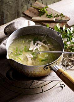 Unser beliebtes Rezept für Hühnersuppe mit Porree und mehr als 55.000 weitere kostenlose Rezepte auf LECKER.de.