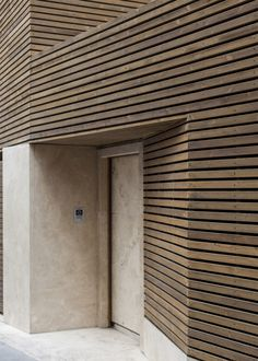 Bagh-Janat residential architecture with timber and travertine cladding in Isfahan Iran by Bracket Design Studio Wooden Cladding, Wooden Facade, Timber Slats, Wooden Slats, House Cladding, Exterior Cladding, Wall Cladding, Design Studio, Architecture Résidentielle
