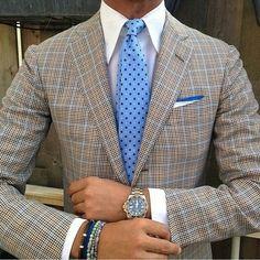 "violamilano: "" Ricardo wearing our new ""Light Blue Floral"" silk tie & handrolled ""Blue"" shoestring linen pocket square… Jacket: Kiton - Shirt: Fray - Watch: Rolex GMT II -Bracelets: Viola. Style Gentleman, Gentleman Mode, Sharp Dressed Man, Well Dressed Men, Mode Masculine, Fashion Mode, Mens Fashion, Terno Slim Fit, Moda Formal"