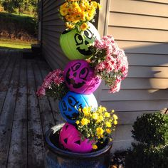 I made this on 9/21/2015. One metal rod. One bag of dirt. 4 plastic trick-or-treat buckets, 4 small mums, large ceramic container, and a drill. So easy and fun! Lori Lange