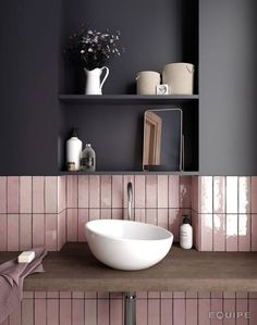 Australian bathroom trends: November 2018 edition - The Interiors Addict - - Australian bathroom trends: November 2018 edition – The Interiors Addict Lovely Bathroom Decor inspiration Grand Designs tiles Home Interior, Bathroom Interior, Kitchen Interior, Interior Paint, Interior Design Wall, Luxury Interior, Rose Gold Interior, Natural Interior, Country Interior