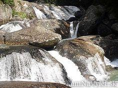 Dlhý vodopád je nádherný vodopád vo Vysokých Tatrách. Je vysoký 16 metrov.
