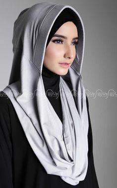 Shop Nabila Hijab Style New Stones - Instan Shawl Fashion Mode, Abaya Fashion, Muslim Fashion, Look Fashion, Casual Hijab Outfit, Hijab Dress, Muslim Dress, Habits Musulmans, Hijab Stile