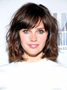 15 Modern Bob Hairstyles that You Will Love. Do you wish to see the best example of modern bob hairstyles? Bob hair style is a timeless, easy to style Medium Length Hair With Bangs, Medium Hair Cuts, Short Hair Cuts, Medium Hair Styles, Curly Hair Styles, Thin Bangs, Wavy Bangs, Short Wavy, Layered Bob Thick Hair