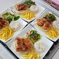 "1,059 Beğenme, 17 Yorum - Instagram'da 🌟🌟çikolata & pasta🌟🌟 (@supersofra): ""Çok çok tavsiye ettiğim bir tarif mutlaka kaydedip deneyin çok lezzetli 😍😍👌👌👌 Hayırlı bereketli…"" Iftar, Food Platters, Food Dishes, Cooking Recipes, Healthy Recipes, Food Decoration, Food Goals, Home Food, Dinner Dishes"
