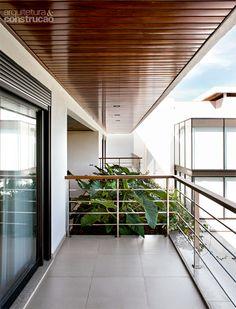 Casa em Goiânia tem jardim cheio de árvores e pássaros raros - Casa