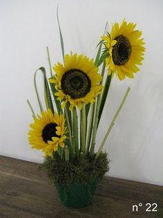 Joart - Flores: Arranjo floral: girassóis Ikebana, Floral Arrangements, Flower Arrangement, Garden, Plants, Wedding, Sunflower Arrangements, Vase Arrangements, Tablescapes