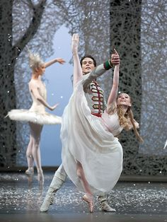 Anna Merkulova and Istvan Simon  in 'The Nutcracker', Dresden Semperoper Ballett. Photo by Costin Radu.