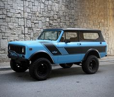 Remember those gorgeous International Harvester Scout II finished in matte white and in matte black? Now Motorcar Studio is offering this awesome 1976 International Scout II finished in matte blue with a black hard top and matte black rallye stripe! International Scout Ii, International Harvester Truck, Electric Sports Car, Classic Ford Broncos, Power Generator, Model Body, Fender Flares, Four Wheel Drive, Wheels And Tires