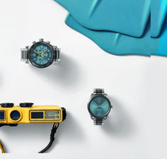 A unique steel blue sunray that adds a surf-inspired pop to classic models... welcome the Life Aquatic collection. This blue watches are made of stainless steel or leather. The combination of materials and colours create remind the ocean.