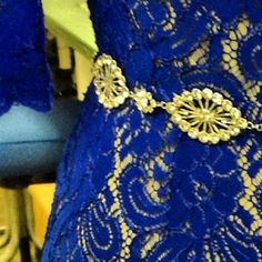 Cobalt blue lace and a custom Thomas Knoell belt ready for the #SAGawards :