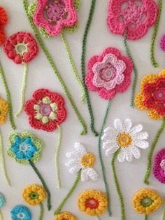 "detail of the crochet flower wall ""painting"" --- Blomstereng 