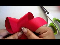 How to make a boutique bow Boutique Hair Bows, Girls Boutique, A Boutique, Boutique Bow Tutorial, Kids Hair Bows, Hair Bow Tutorial, Diy Hair Accessories, Ribbon Bows, Ribbons