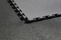 Welche Bodenbeläge passen für eine Garage. Hier ein Blog Beitrag dazu! Garage Boden, Arrow Necklace, Blog, Ground Covering