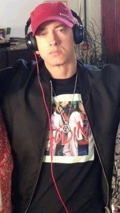 Eminem is fucking awesome Marshall Eminem, Eminem Wallpapers, Best Rapper Ever, Eminem Rap, Eminem Photos, The Real Slim Shady, Eminem Slim Shady, Yelawolf, Rap God