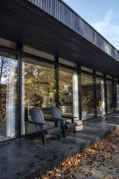 Une maison en bois noir en pleine nature | PLANETE DECO a homes world