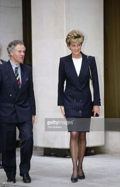 April 29 1993 Diana, Patron, Turning Point, visits the Turning Point Home Office for a briefing on more than 400 projects under the Home Office's Drug Prevention Initiative. Princess Diana Fashion, Princess Diana Family, Princess Of Wales, Princesa Diana, Diane, Lady Diana Spencer, Black Pantyhose, Prince William And Kate, Queen Of Hearts