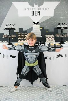 Batman Birthday Party Modern Batman Birthday Party via Karas Party Ideas Party ideas decor desserts printables recipes and more Batman Birthday Party via Karas P. Leo Birthday, Batman Birthday, Batman Party, Singing Happy Birthday, 6th Birthday Parties, Superhero Party, Birthday Desserts, Birthday Ideas, Justice League Party