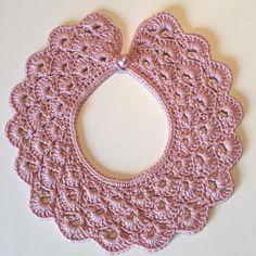 "40 Likes, 5 Comments - Susanne Sørensen (@susanne_sorensen) on Instagram: ""Kraven fik en smuk perlemorsknap 😊 #hækle #hæklet #krave #pyntekrave #perlemor #crochet #collar…"""