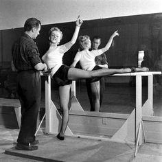 Marilyn Monroe rehearsing in Hollywood in 1949.
