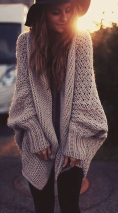 Loooks So comfy! Love these kind of sweaters. ::Knit Dreams from MitiMota::