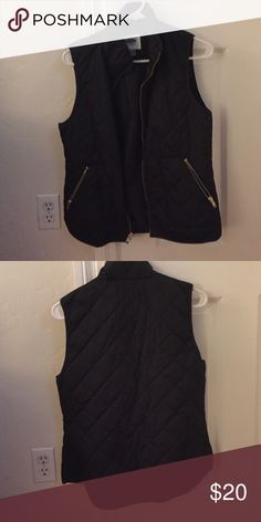 Old Navy Black Thin Puffy Vest Old Navy Black thin puffy vest with gold zippers and side pockets Old Navy Jackets & Coats Vests
