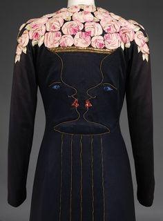 Elsa Schiaparelli coat. Resultado de imagen.