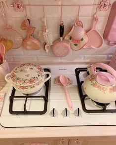 Cute Kitchen, Shabby Chic Kitchen, Kitchen Decor, Aesthetic Room Decor, Pink Aesthetic, Pastel Kitchen, Pastel Room, Kawaii Room, Pink Houses